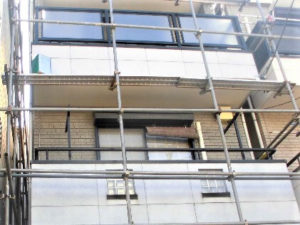 「隣家との距離が近い住宅の施工事例(神奈川県三浦市)」のBefore写真