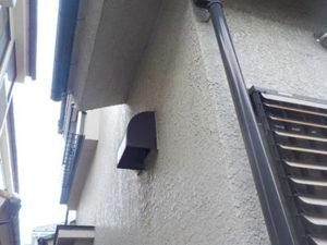 「黒ずんだモルタル外壁をツヤのあるクリーム色に(神奈川県平塚市)」のBefore写真