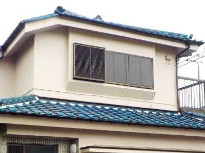 「黒ずんだモルタル外壁をツヤのあるクリーム色に(神奈川県厚木市)」のAfter写真