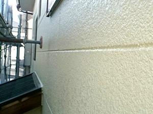 「モルタルの独特の風合いを生かした二世帯住宅の外壁塗装(神奈川県伊勢原市)」のAfter写真