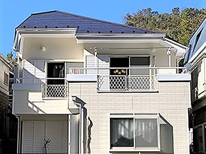 「明るい色への塗り替えも問題なし!外壁全体をベージュに仕上げ(神奈川県綾瀬市)」のAfter写真