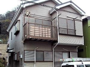 「ぱっと明るい黄色へイメージチェンジ!ひび割れた破風板もピカピカに(神奈川県海老名市)」のBefore写真