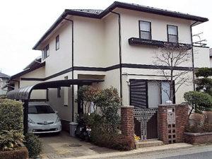 「色あせたベージュの外壁をワントーン明るいクリーム色に(神奈川県逗子市)」のBefore写真