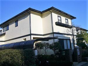 「色あせたベージュの外壁をワントーン明るいクリーム色に(神奈川県逗子市)」のAfter写真