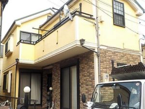「明るい黄色の外壁を、上品なベージュに塗り替え!(神奈川県三浦市)」のBefore写真