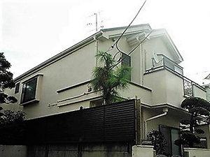 「植木で汚れやすい外壁を早めに塗装!鉄部もピカピカに!(神奈川県海老名市)」のBefore写真