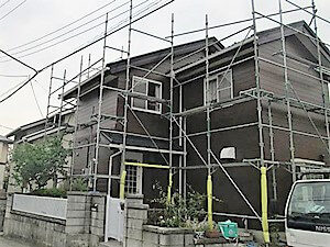 「くすんだグレーから茶色に塗装して落ち着いた雰囲気の住まいに(神奈川県海老名市)」のAfter写真