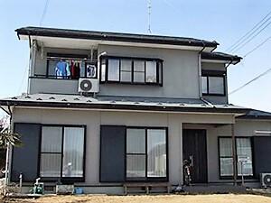 「黒ずみが見られるグレーの外壁を、光沢あるホワイトの外壁へ!(神奈川県大磯町)」のBefore写真