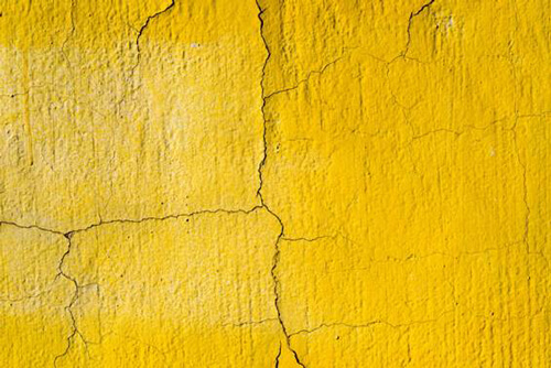 剥がれやひびを外壁に見つけたら塗り替えを!