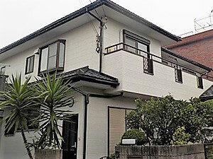 「早めの塗装で白い外壁の「きれい」をキープ!(神奈川県逗子市)」のBefore写真
