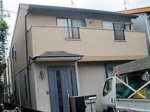「色あせた家がツートンカラーの調和で美しい住まいに!(神奈川県座間市)」のBefore写真
