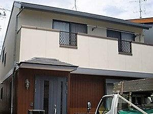 「色あせた家がツートンカラーの調和で美しい住まいに!(神奈川県座間市)」のAfter写真