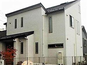 「コケむしていた外壁が清潔感のある美しい住宅に変身した事例(神奈川県愛川町)」のBefore写真