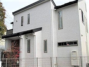 「コケむしていた外壁が清潔感のある美しい住宅に変身した事例(神奈川県愛川町)」のAfter写真