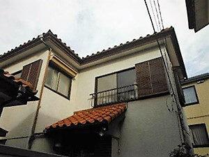 「古いモルタル外壁を塗り替えて汚れを一掃!劣化の心配もなくなった事例(神奈川県海老名市)」のBefore写真