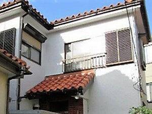 「古いモルタル外壁を塗り替えて汚れを一掃!劣化の心配もなくなった事例(神奈川県海老名市)」のAfter写真