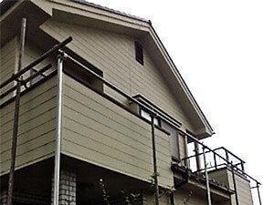 「外壁も付帯部分も万全!部位別に最適の補修・塗装方法で生まれ変わったブルー外壁への塗り替え(神奈川県南足柄市)」のBefore写真