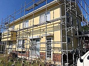 「外壁の汚れを一掃して付帯部分も塗り替えて新築同然に仕上ったイエロー外壁への塗り替え!(神奈川県大磯町)」のAfter写真