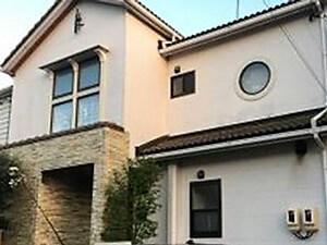 「外壁塗装で汚れや劣化を一掃!デザイン性の高い注文住宅が新築同然に(神奈川県平塚市)」のBefore写真