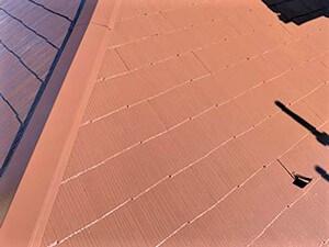 「スレート屋根と雨どいの塗装でメリハリある仕上がりに(神奈川県愛川町)」のAfter写真