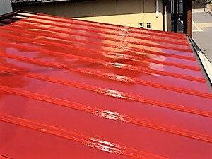 「トタン屋根は早めの塗装が吉!錆びる前の屋根塗装できれいな状態を保つトタン屋根塗装の事例(神奈川県三浦市)」のAfter写真