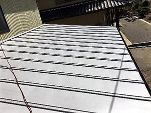 「トタン屋根は早めの塗装が吉!錆びる前の屋根塗装できれいな状態を保つトタン屋根塗装の事例(神奈川県三浦市)」のBefore写真