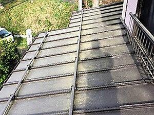 「築20年の汚れた屋根を一新!ガルバリウムを再塗装した事例(東京都武蔵野市)」のBefore写真