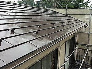 「築20年の汚れた屋根を一新!ガルバリウムを再塗装した事例(東京都武蔵野市)」のAfter写真