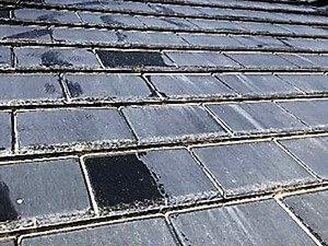 「天然風の人工スレート屋根が塗装でピカピカに!(神奈川県愛川町)」のBefore写真