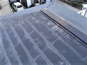 「カビの生えたスレート屋根に新築同然の美観と防水性が復活(神奈川県厚木市)」のBefore写真