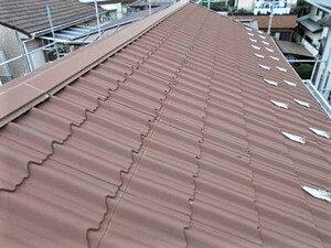 「サビの発生したガルバリウム屋根を真っ赤に塗り替えた事例(神奈川県綾瀬市)」のBefore写真