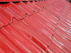 「サビの発生したガルバリウム屋根を真っ赤に塗り替えた事例(神奈川県綾瀬市)」のAfter写真