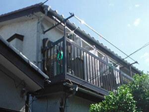 「黒ずんだモルタルを黄色く塗り替え!おしゃれな外観を取り戻した事例(東京都武蔵野市)」のBefore写真