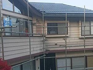 「ツートンカラーを導入したおしゃれな住宅を外壁塗装でメンテナンス(東京都多摩市)」のBefore写真