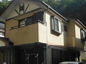 「1階と2階で色を変えてツートンカラーにしたサイディングの外壁塗装(神奈川県厚木市)」のBefore写真