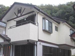 「1階と2階で色を変えてツートンカラーにしたサイディングの外壁塗装(神奈川県厚木市)」のAfter写真