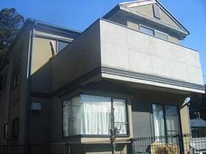 「2世帯住宅でも安心!家族全員が納得する和モダンなデザインに塗装(神奈川県綾瀬市)」のBefore写真
