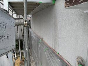 「黒ずんだ外壁とボロボロの破風板を再塗装!防水性を取り戻した事例(神奈川県座間市)」のBefore写真
