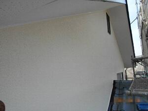 「コケがこびりつきひび割れたモルタルを外壁塗装した事例(神奈川県三浦市)」のAfter写真