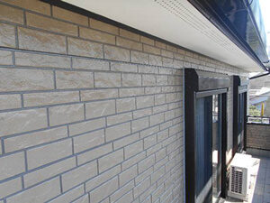 「レンガ調サイディングをクリアー塗装!新築のツヤがよみがえった事例(神奈川県逗子市)」のAfter写真
