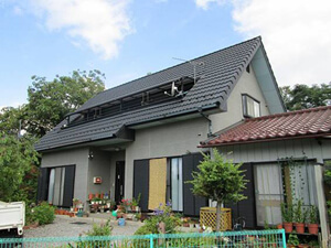 「色あせと変色がすすんだサイディング外壁を鮮やかなグレーに塗装(東京都武蔵野市)」のBefore写真