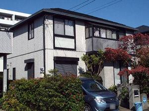 「サイディングがひび割れた2世帯住宅をブラウンカラーで外壁塗装(東京都大田区)」のBefore写真