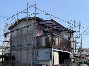 「20年間放置した外壁を塗り替え工事!清潔感を取り戻した事例(神奈川県平塚市)」のBefore写真