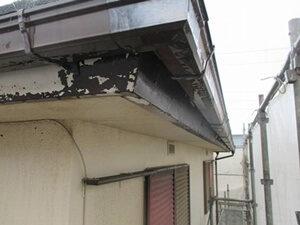 「汚れた外壁と付帯部分を塗装メンテナンス!清潔感を取り戻した事例(神奈川県三浦市)」のBefore写真