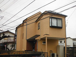 「おしゃれなモルタル外壁を黄色く塗り替え!気分を一新した事例(東京都武蔵野市)」のAfter写真