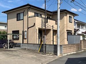 「ブラウン系の外壁がクリーム色に大変身!サイディングの塗り替え事例(東京都多摩市)」のAfter写真