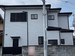 「経年劣化で色あせた外壁をライトグレーに塗り替え!美観が復活した事例(東京都町田市)」のAfter写真