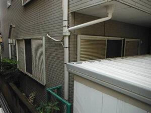 「外壁・屋根・バルコニーをまとめて塗装!住宅を丸ごと塗り替えた事例(神奈川県綾瀬市)」のBefore写真