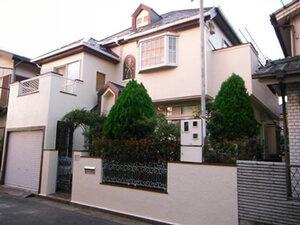 「洋風住宅のモルタル外壁を塗り替え!コーキングは増し打ち補修した事例(神奈川県南足柄市)」のAfter写真