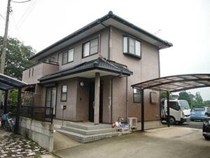 「レンガ調サイディングを外壁塗装!クリーム色に大変身した事例(東京都目黒区)」のBefore写真